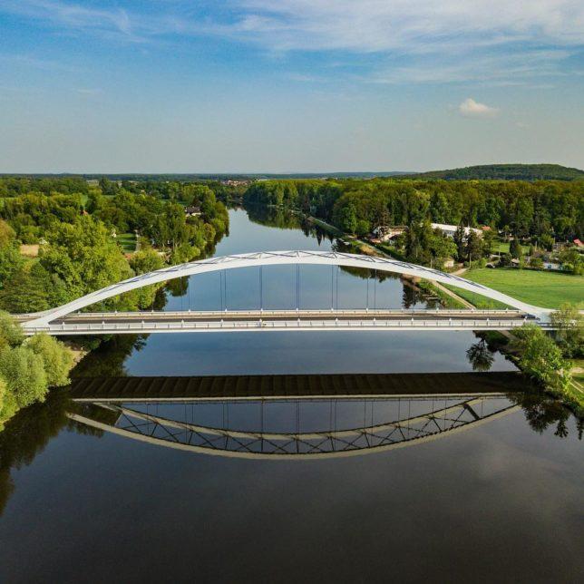 nikolacech Nikola #czechrepublic #bridge #water #river #labe #elbe #calmwaters #calmwater #riverelbe #lysanadlabem #drone #djimavicpro #mavicpro #mavic