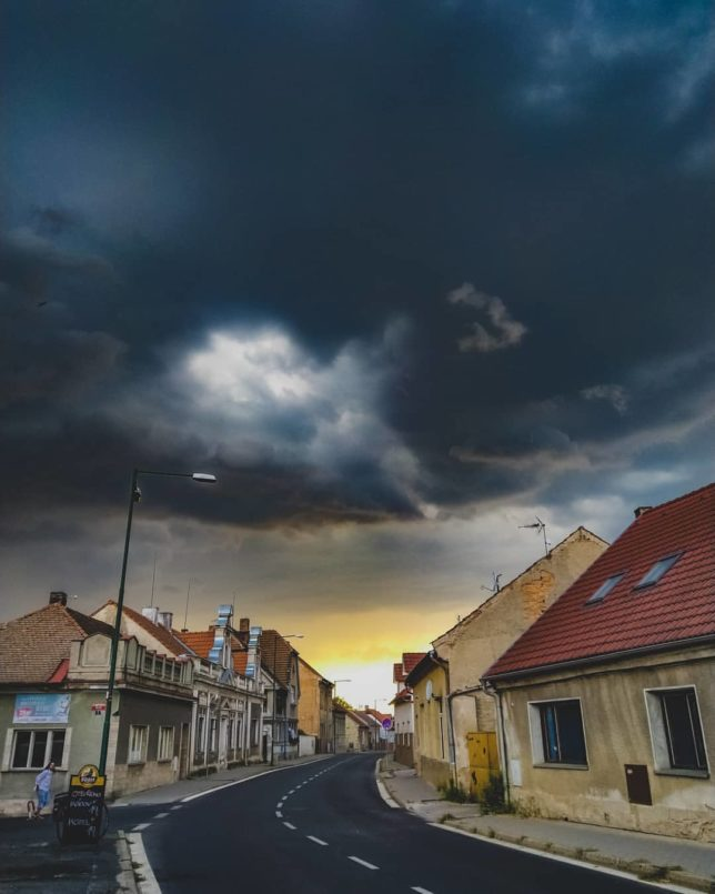 Weather fixed. #weather #colors #vibes #sky #clouds #town #centralbohemia (@jmsmilfajt)