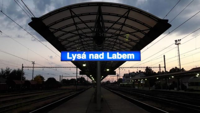 Evening train station #evening #train #trainstation #lysanadlabem #cd #ceskedrahy #bahnhof #stanice #station #railways #bahn #vasut #zeleznice #drahy #aftersunset #sunset #czechrepublic #ceskarepublika #strednicechy #doprava #transport #transportation #waiting #summer #sign #lysa (@Mirecheck88)