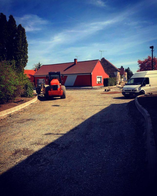 Oprava křižovatky ve Dvorcích