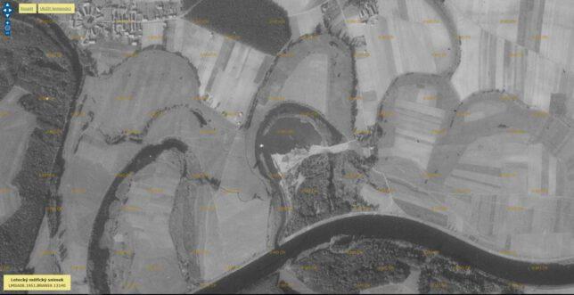 Těžba písku v Řehačce v plném proudu. Rok 1951